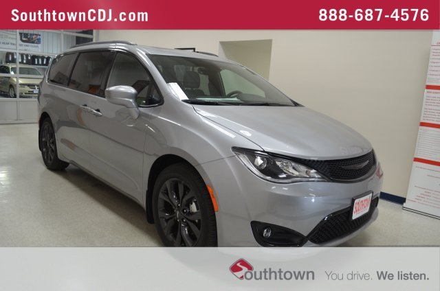 New 2018 Chrysler Pacifica Touring L Plus Penger Van In Indianola 8821100 Southtown Dodge Jeep Ram